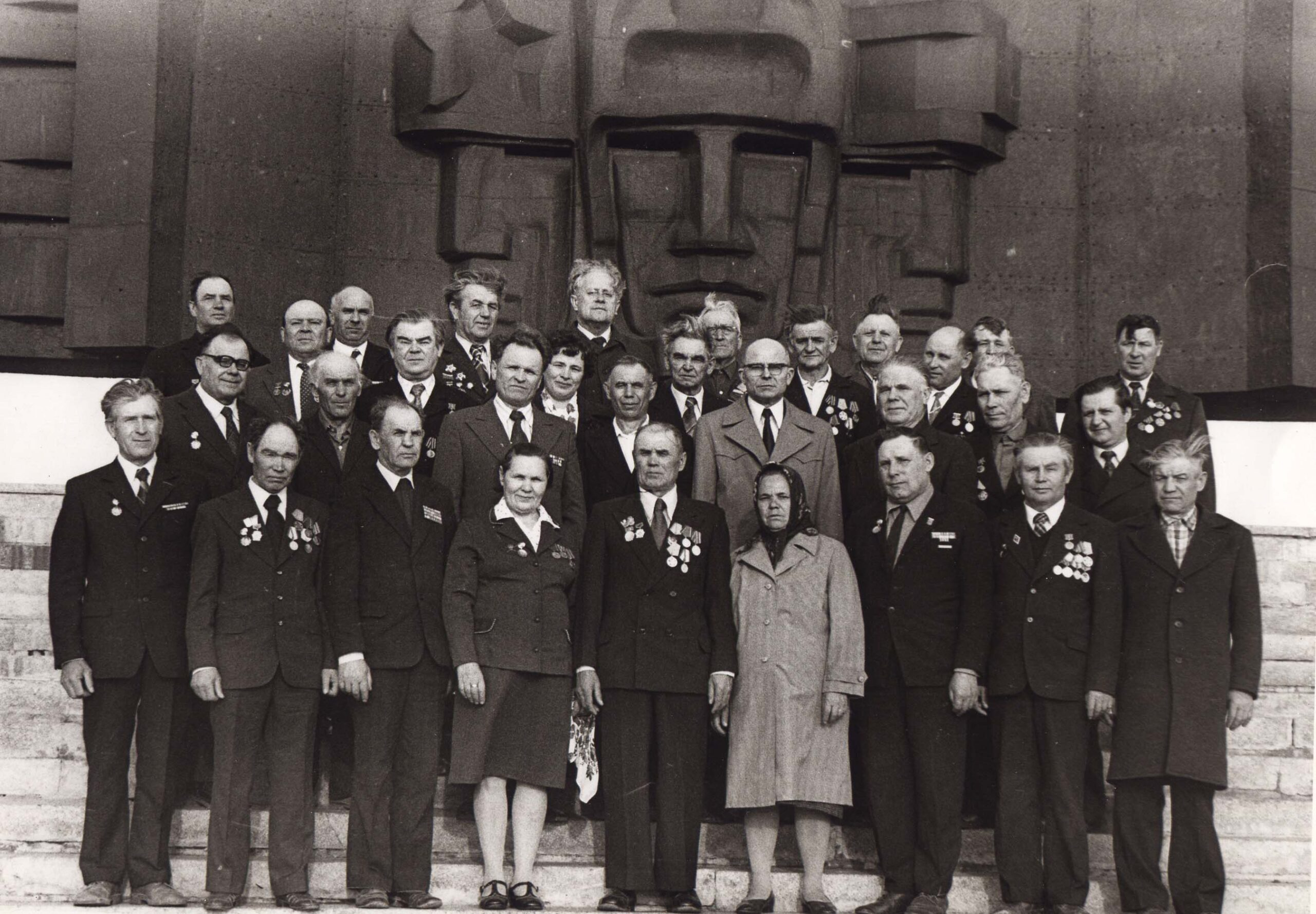 ФЯЗайцев с ветеранами ЖБИ3 1986